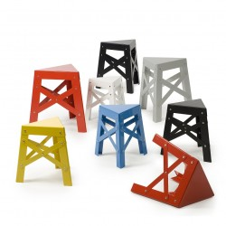 Tabouret superposable en métal